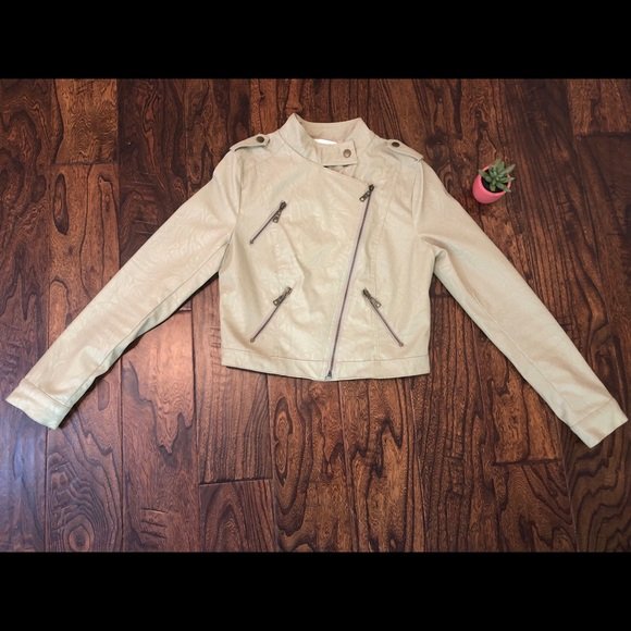 Forever 21 Jackets & Blazers - Forever21 Beige Pleather Jacket Size Small